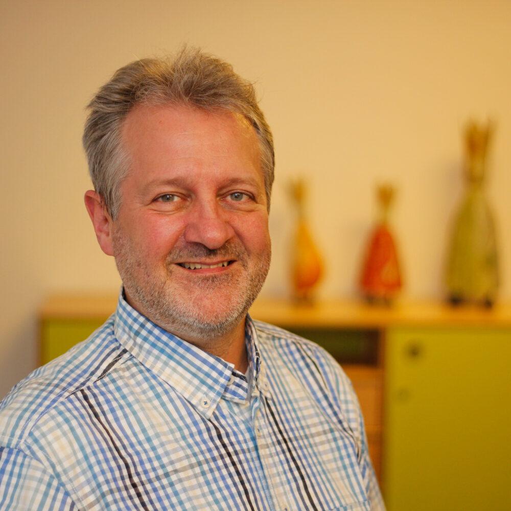 Klaus-Riedel-47 Dr. Klaus Riedel Kinder- u. Jugendlichen- Psychotherapeut