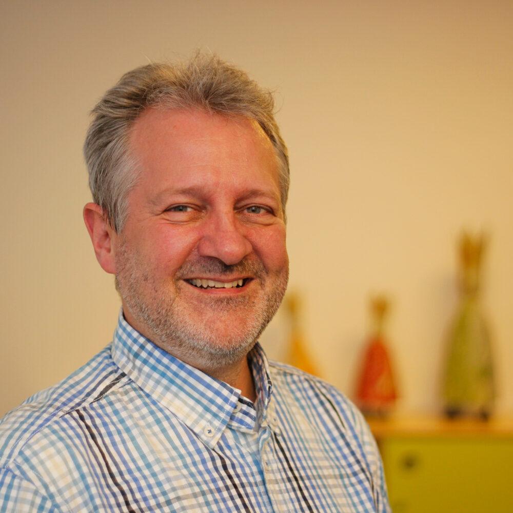 Klaus-Riedel-48 Dr. Klaus Riedel Kinder- u. Jugendlichen- Psychotherapeut